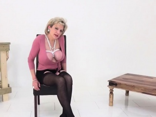 Unfaithful english mature lady sonia pops out her huge titti