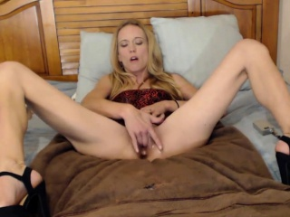 Skinny Mature Blonde Finger Fucks Herself Until She Cums
