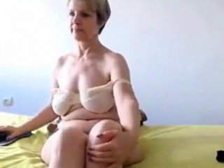 Sexy lady showing her body