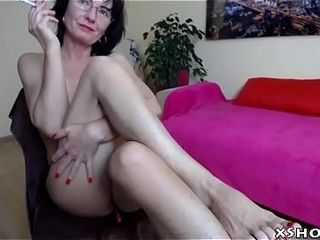Gorgeous Cute Mom Webcam