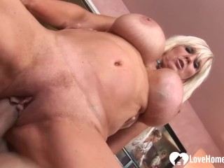 Big tits milf showing how to properly please