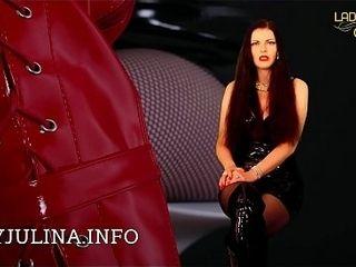 Shiny PVC Domina Lady Julina gibt Wichsanleitung