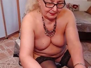 The naughty Granny Masturbate in the Webcam