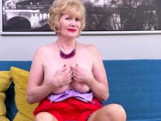 American housewife Sindee Dix fingering herself