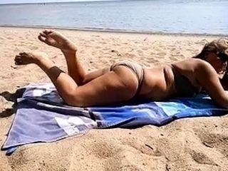 Amateur outdoor beach fuck