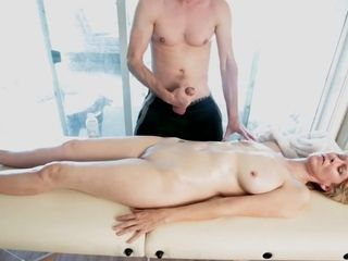 Massage and jerked off on her! She didnt know!