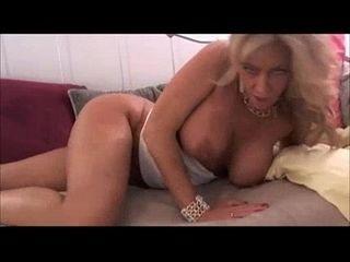 Mature blonde plays on cam - Bunniesoflincoln.com