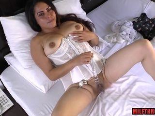Latin housewife masturbates with toys