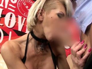 Sexy ass milf facialized