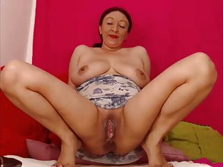 Webcam latina MILF playing with her wet gaping pussy
