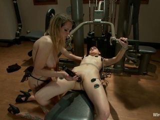 Juggy milf Rain DeGrey is punishing pussy of crucified young chick