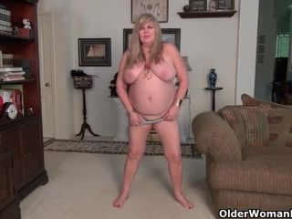 American BBW Jacks pleasures her plump pussy with a dildo