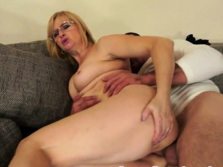 Spex mature with bigtits gets fucked anally