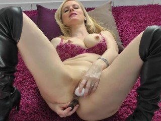 Playing with both holes - Cum for me!